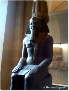 Estatua sentada Ramsés II Louvre