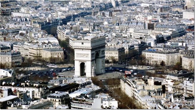 El Arco del Triunfo visto desde la Torre Eiffel