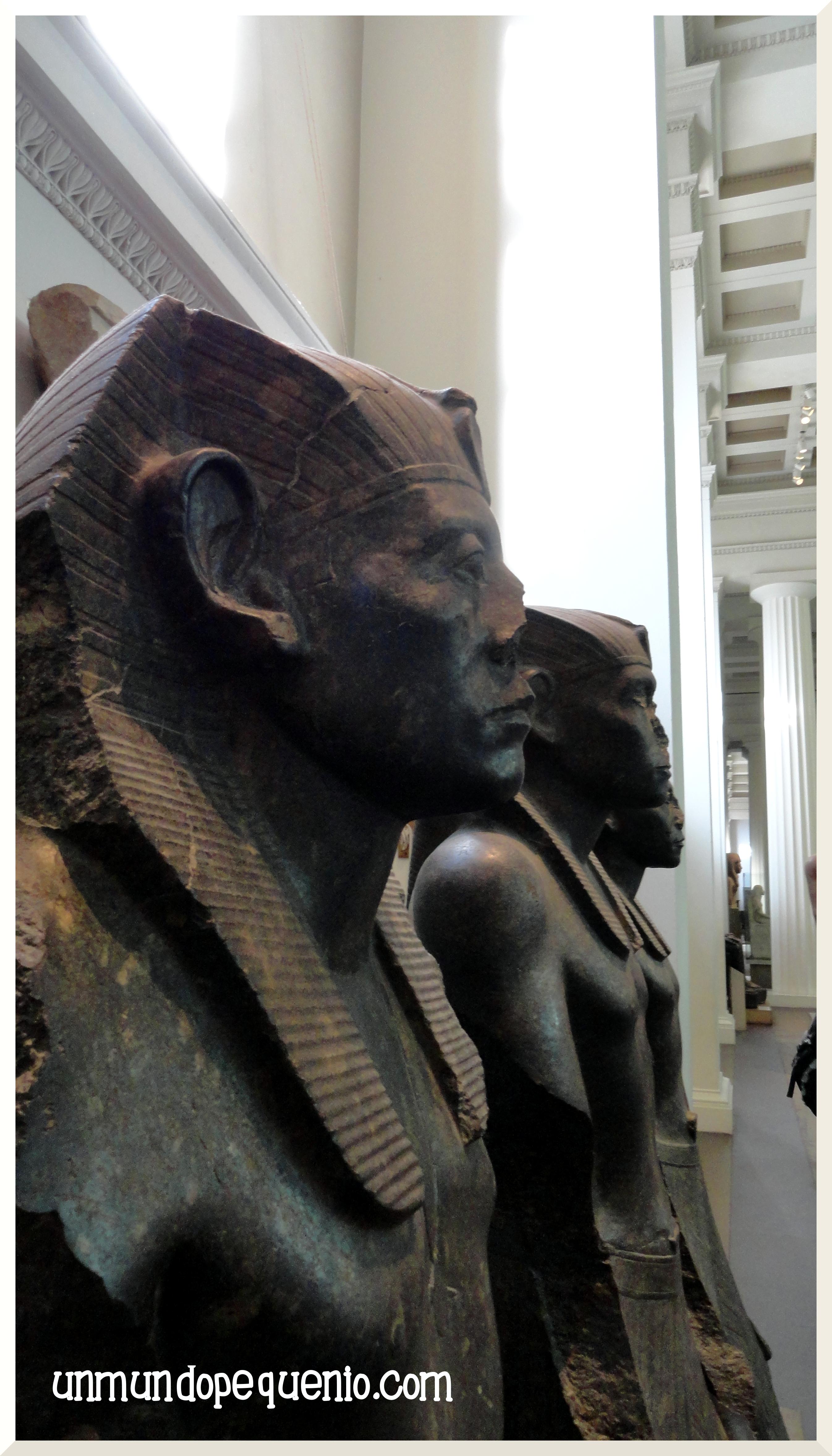 Estatuas del faraon Sesotris III 12 Dinastía