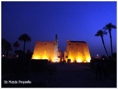 Templo de Luxor Pilono de Ramsés II y Obelisco