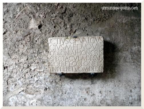 inscripción latina ruinas pompeya